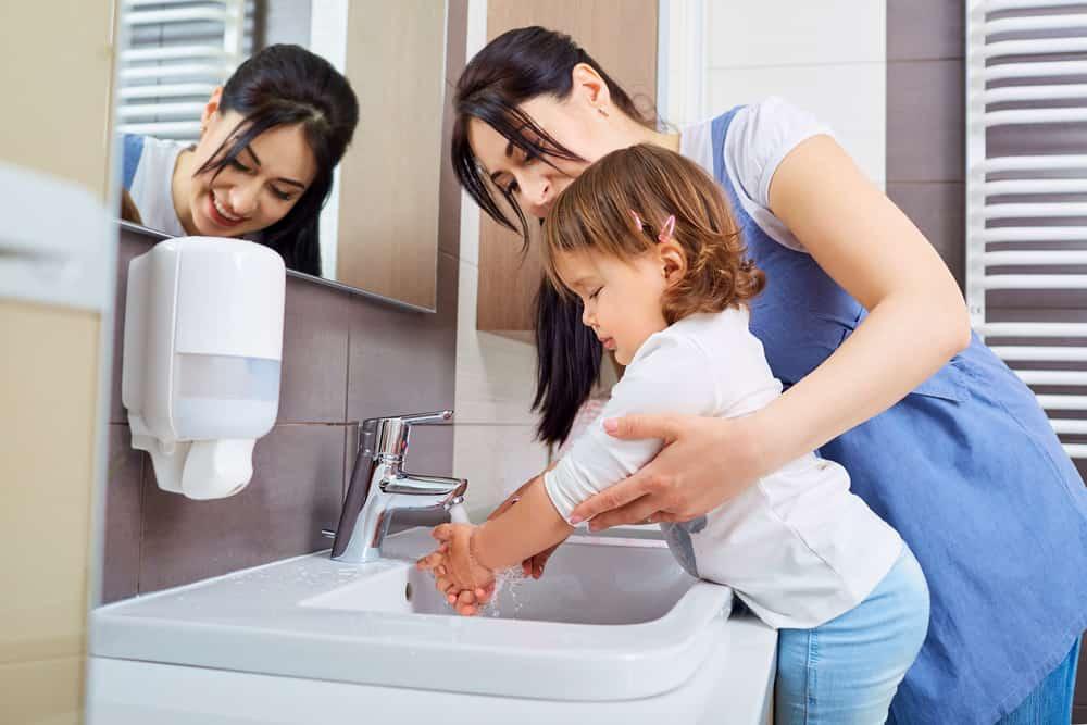 Mengajarkan Anak Akan Kebersihan